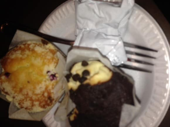 muffins, residence inn, chocolate chip, cranberry orange muffins, residence inn, breakfast,dining, breakfast included, dana vento, travel, lodging, vacation