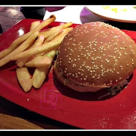 Allergen Free dining with Red Robin, red robin allergen free dining, burgers, fries, shellfish free, peanut free, latex free, honey free, dana vento, honey, food allergies, dining out, restaurants,