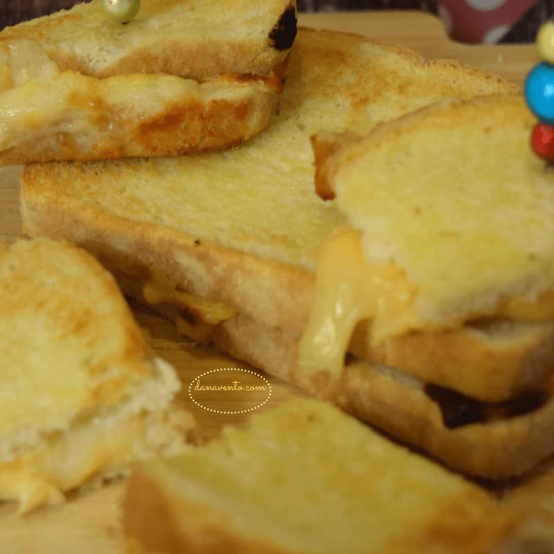 AIR FRYER, AIR FRYER GRILLED CHEESE, AIR FRYER BITE SIZED GRILLED CHEESE, GRILLED CHEESE, AIR FRIED, FAST, EASY, AIR FRYER RECIPE, CHEESE, BUTTER, AIR FRYER COOKING, CUT, SLICE, DIP, SOUP, FAST RECIPES, EASY RECIPE, HOW TO RECIPE, STEP BY STEP RECIPE, DANA VENTO, FOOD WRITER, FOOD BLOG