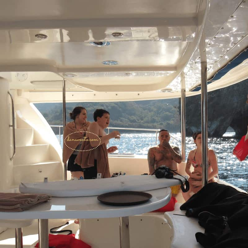 Hanging out with some of the other passengers after we snorkeled.