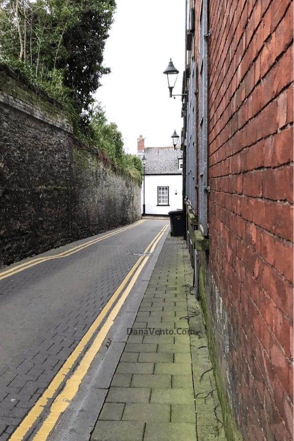 Alley in Derry, Northern Ireland