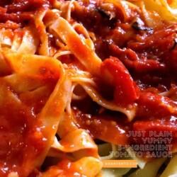 Just Plain Yummy 5-Ingredient Tomato Sauce