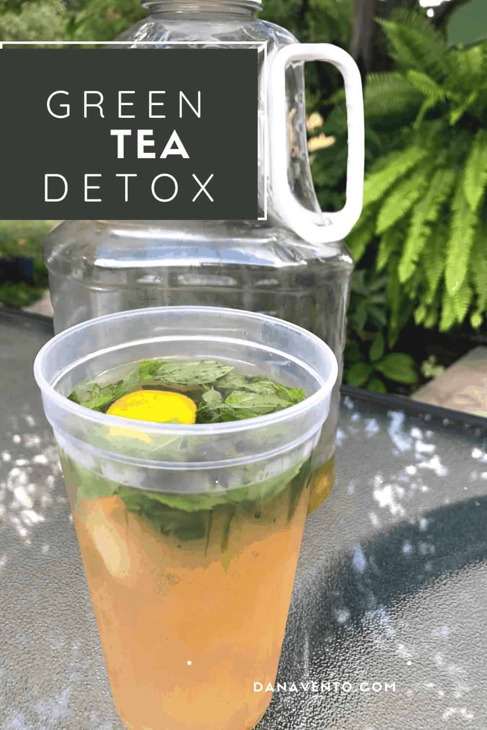 DETOX Tea for Belly Bloat. GREEN TEA IN PITCHER AND GLASS