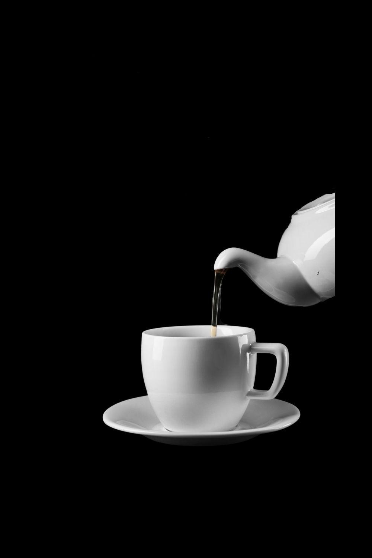 tea being poured naturally flavor oolong tea